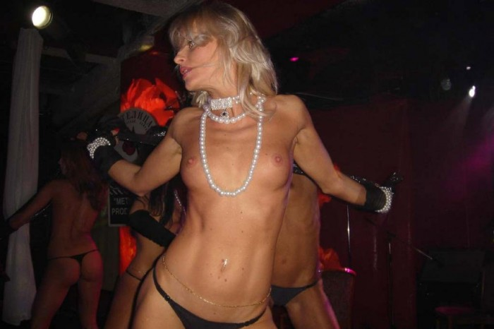 Amateur blonde dancing naked at night club .jpg