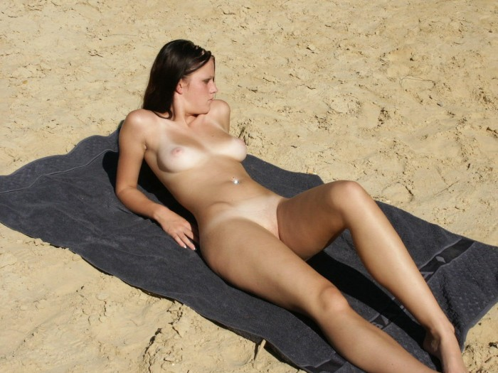 Brunette with nice boobs at the beach.jpg