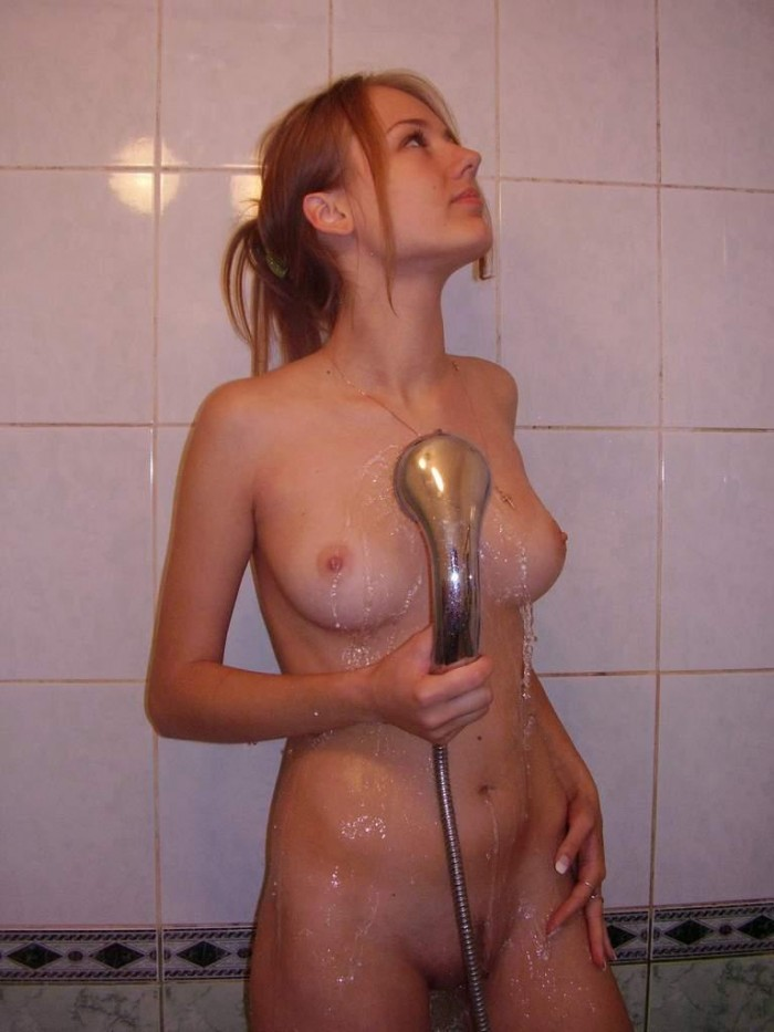 Girl with ideal body in the bath.jpg