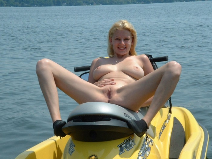 Busty blonde with dreadlocks undresses outdoors