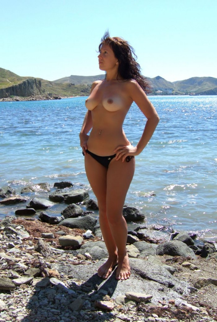 Nice russian boobs at the sea.jpg