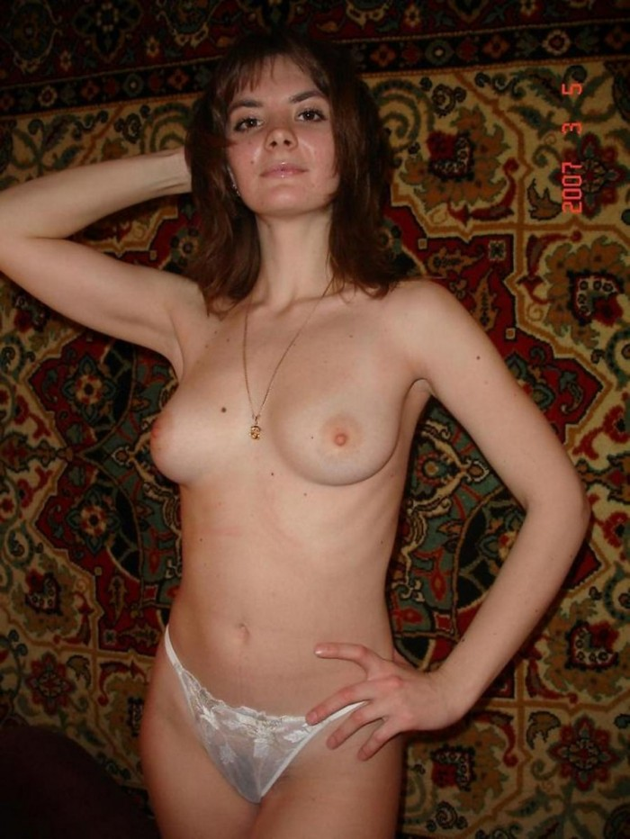 Russian milf posing at home.jpg