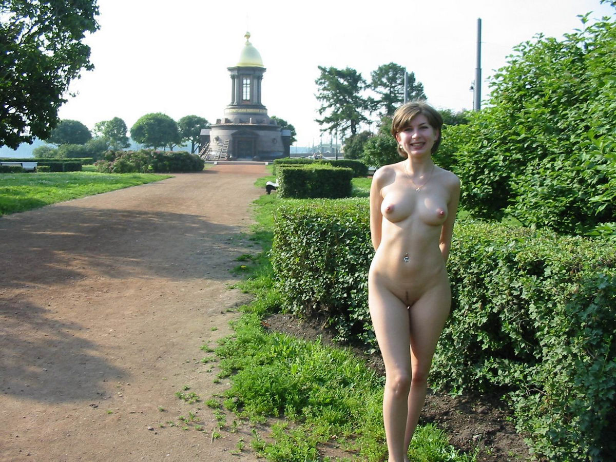 Was Dark haired naked women outdoors