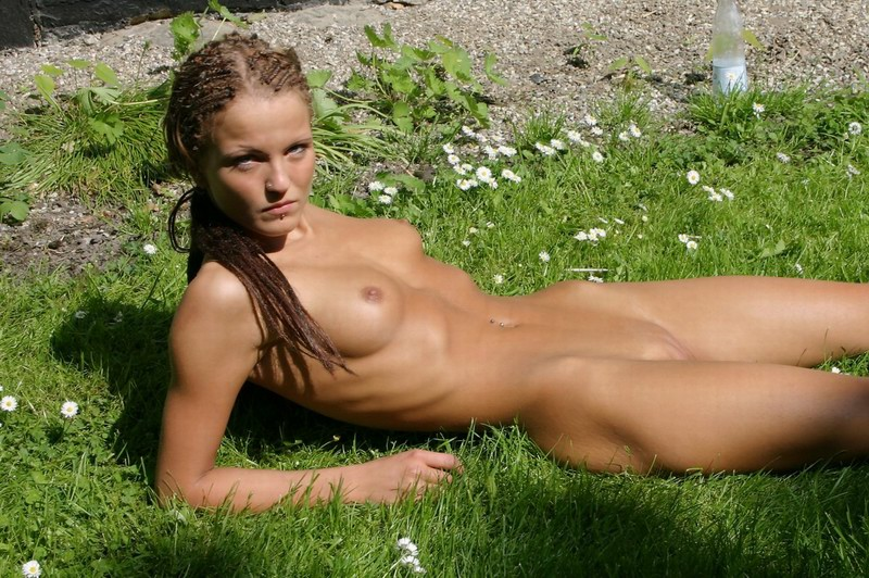girls outdoors Naked