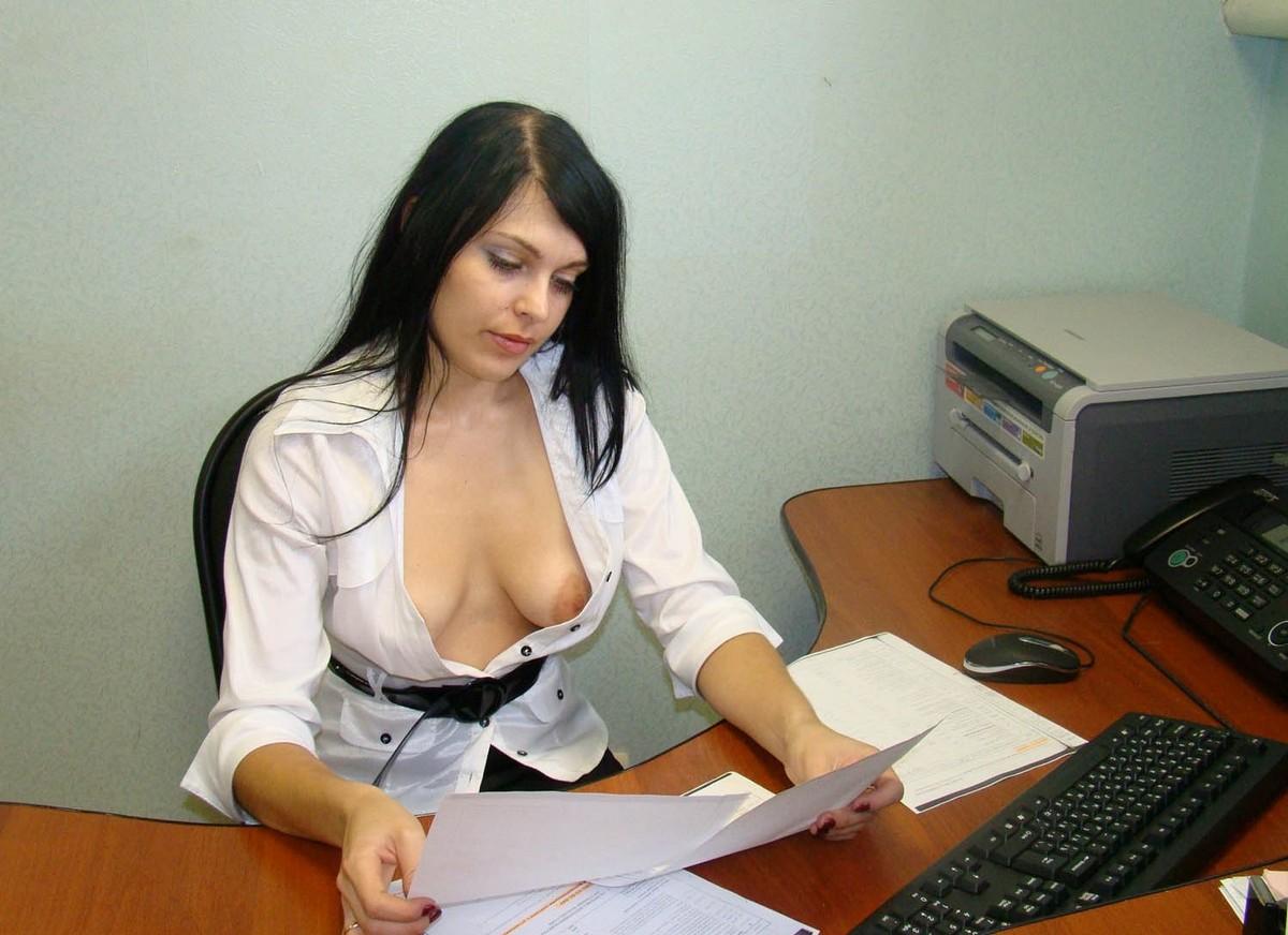 golie-devki-v-ofise