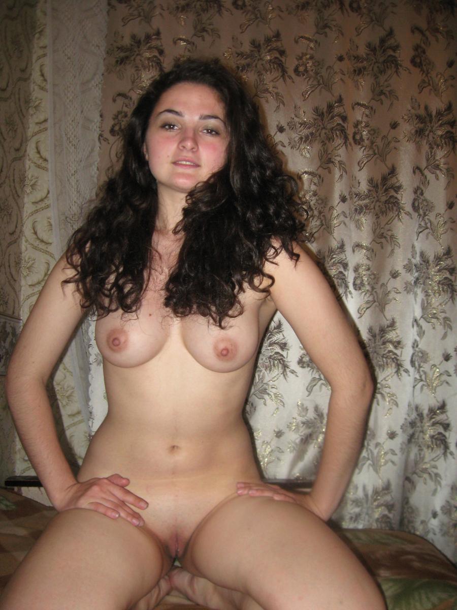 gruzinka-molodaya-i-krasivaya-seks-s-ney