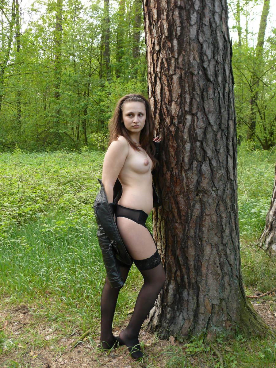 собственно, тогда частные любительские фотографии девчонок в черных чулках на природе что