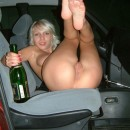 Amateur blonde in the car