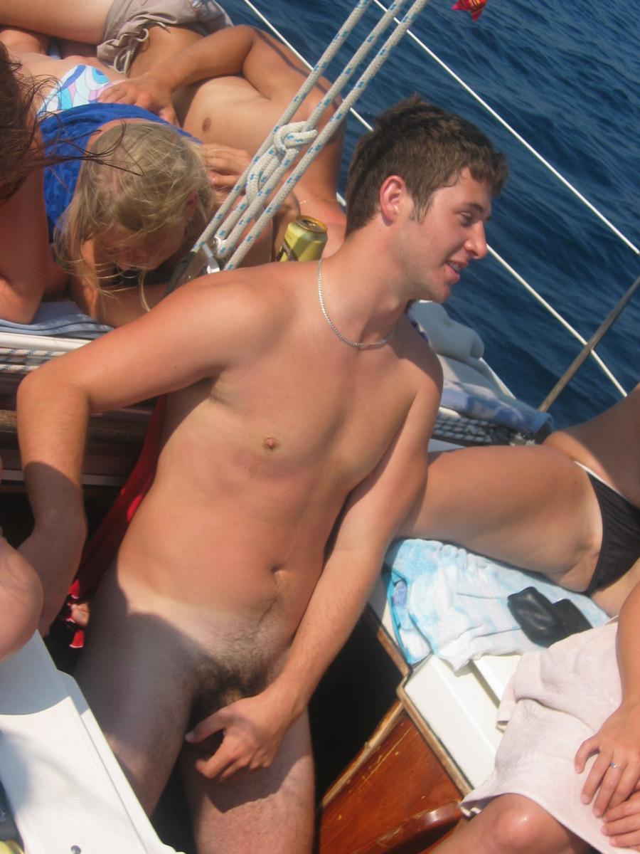 Смотреть групповушку на яхте 17 фотография