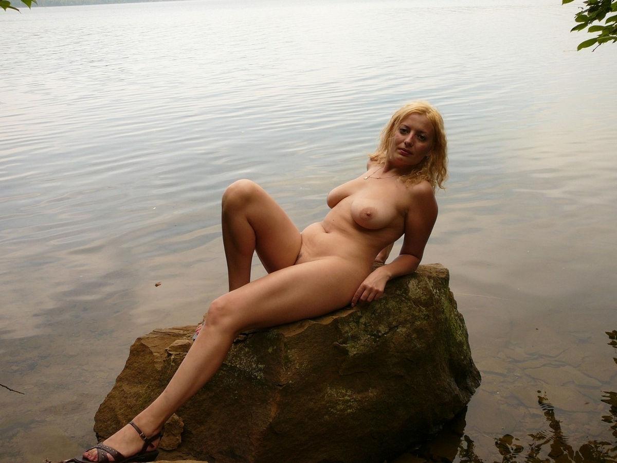 naked women sexy milfs outside
