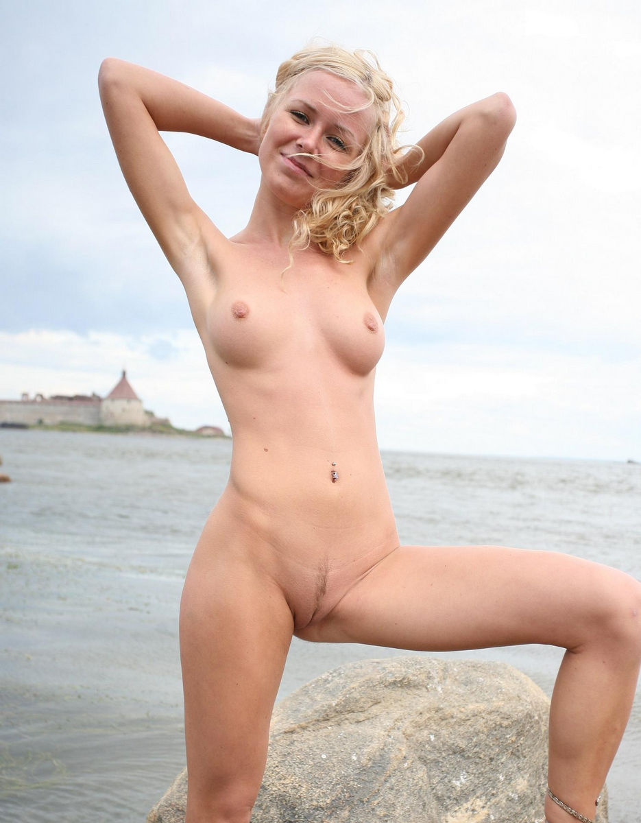 curly blond hair girl nude