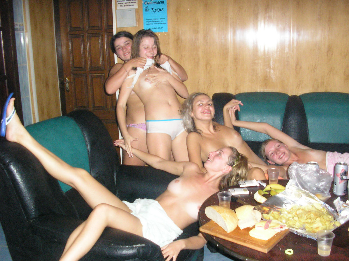 amateur studenten chicks naked