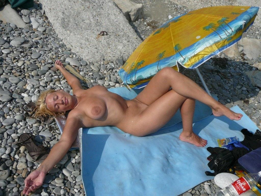 eroticheskie-foto-zheni-na-plyazhe