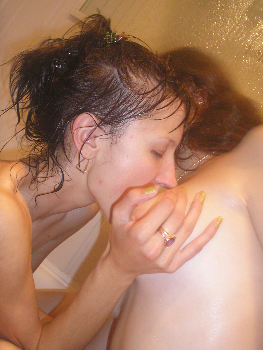 Two Lesbian Girls Have Fun In The Bath  Russian Sexy Girls-2347