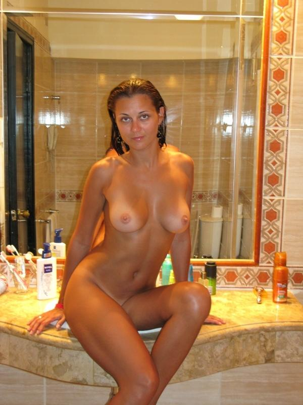 Russian milf with sexy body posing at home