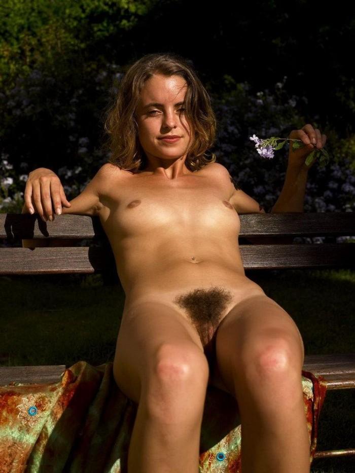 Teen nude brunette hippy pussy