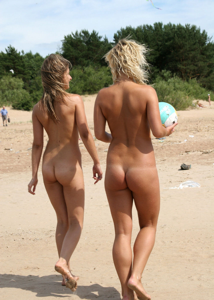 beach naked Nude ass girls