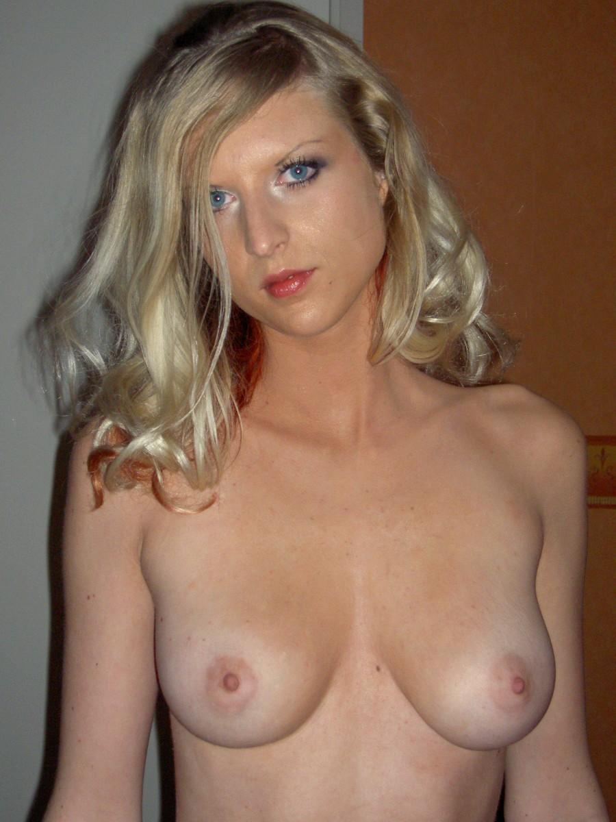Milf with nice boobs