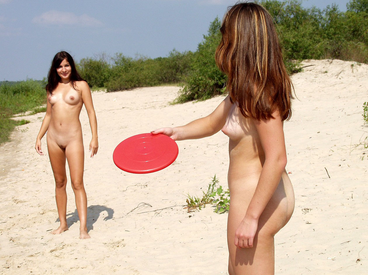 Two Teen Naked Girls Plays Frisbee At The Beach  Russian -2796
