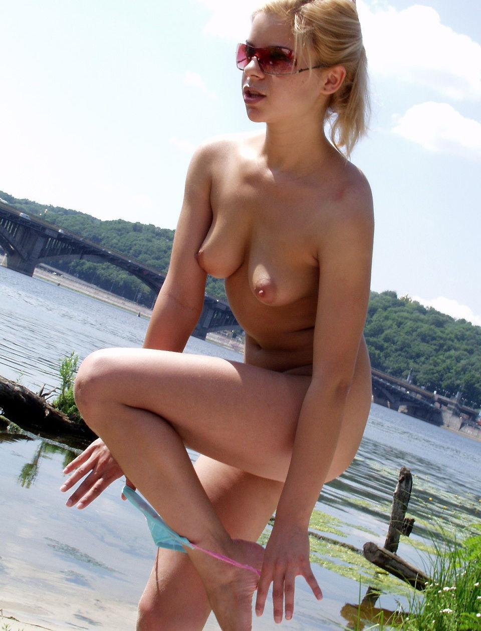 golie-ukrainki-na-plyazhah-porno-razdeli-v-tolpe