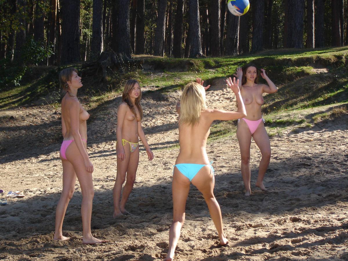Русские девушки топлесс 2 фотография