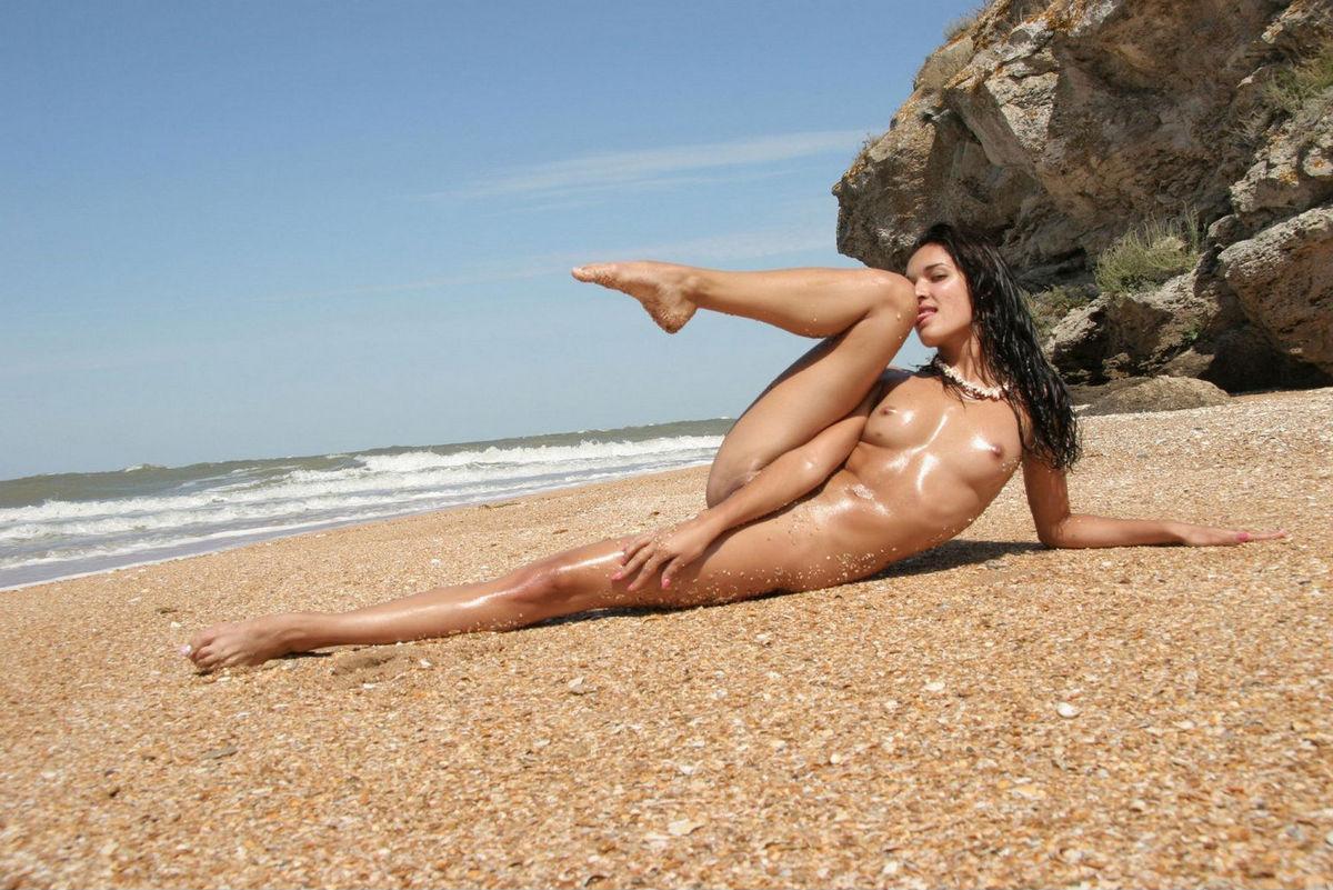 Обнаженные На Диком Пляже