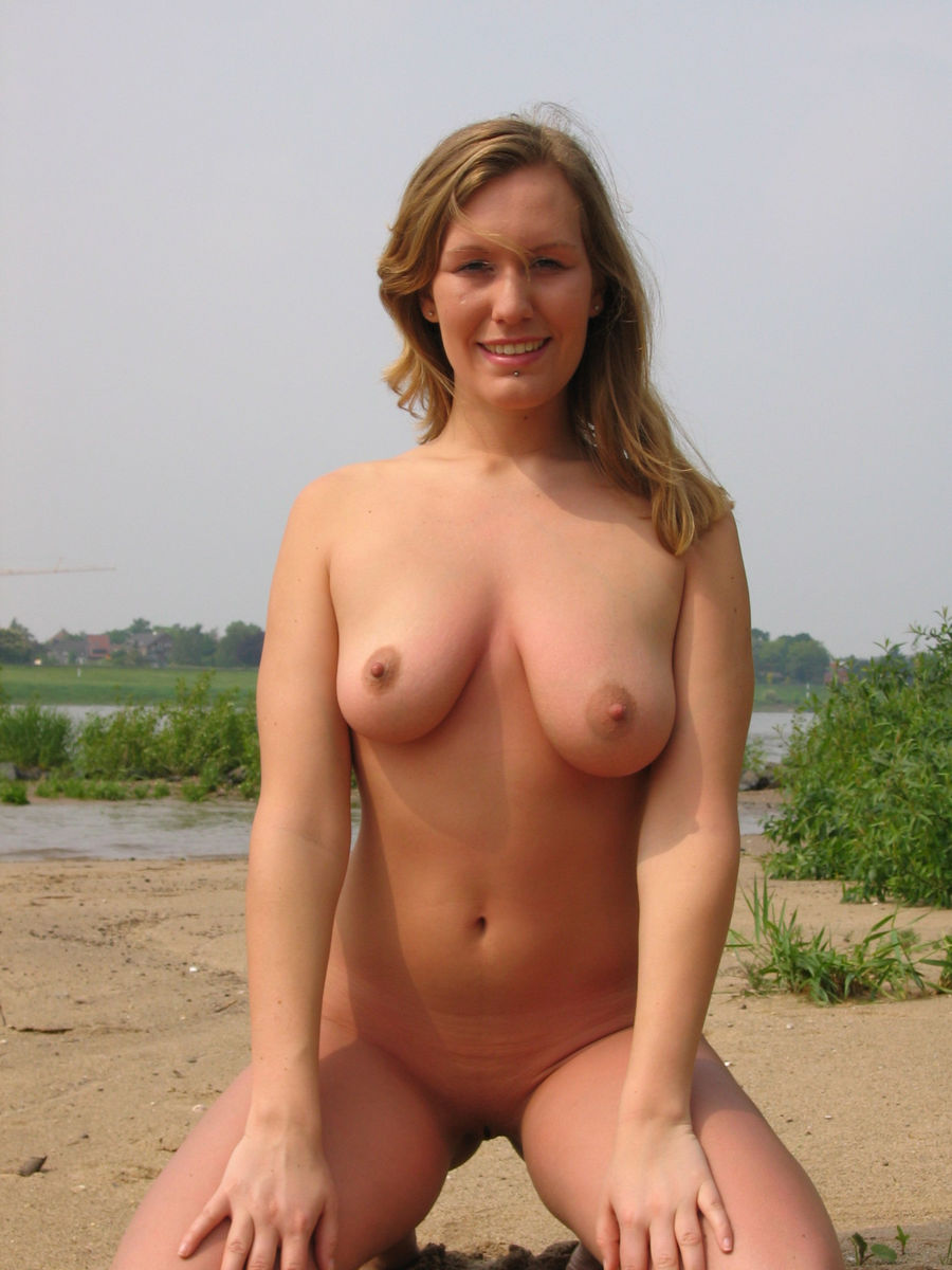 Amateur Girl With Big Boobs Posing Outdoors  Russian Sexy -1639