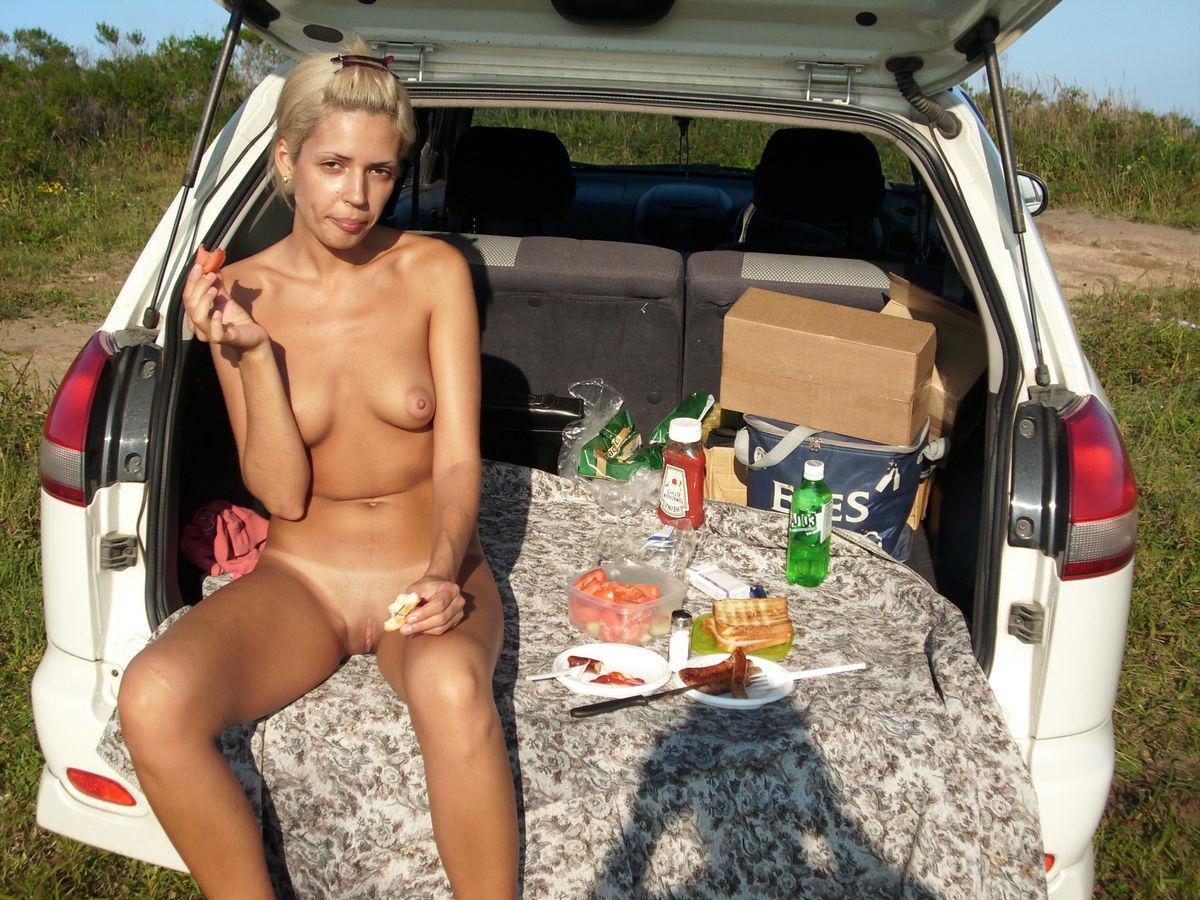 голые бабы на пикнике коварный, просто