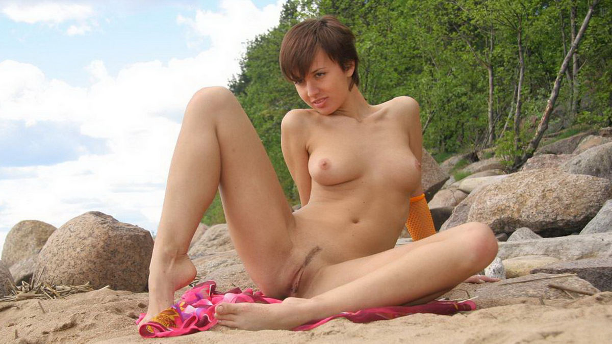 lovely amateur girl shows pussy at the beach | russian sexy girls