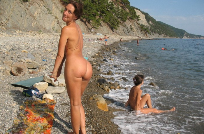Hot sporty brunette milf posing on the rocks