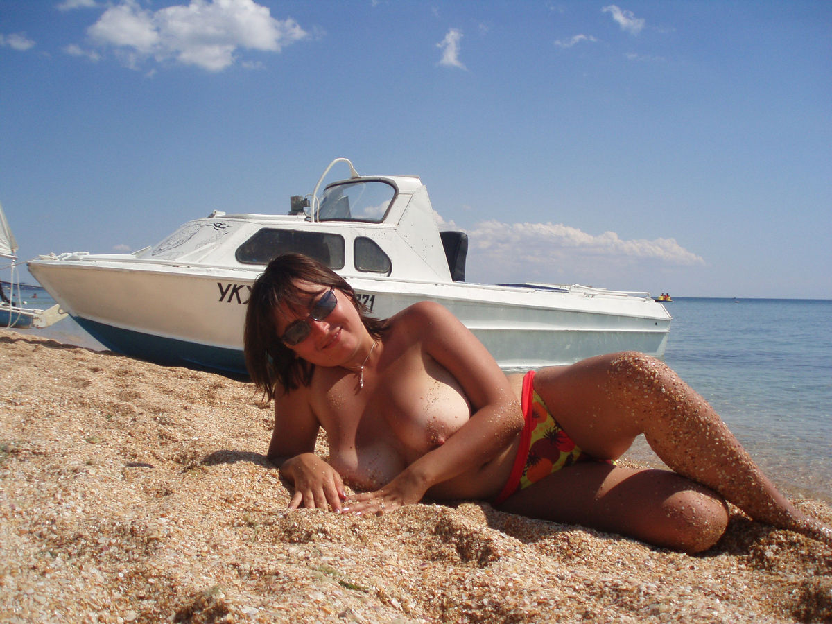 Big Russian Mature Wife Posing Naked On Public Beach -7219
