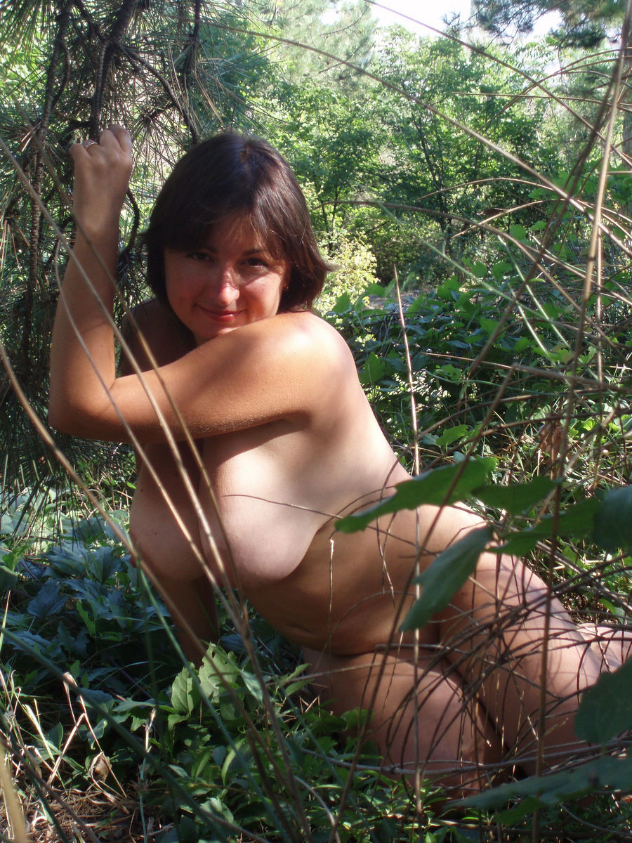 Amateur wife posing naked outdoors