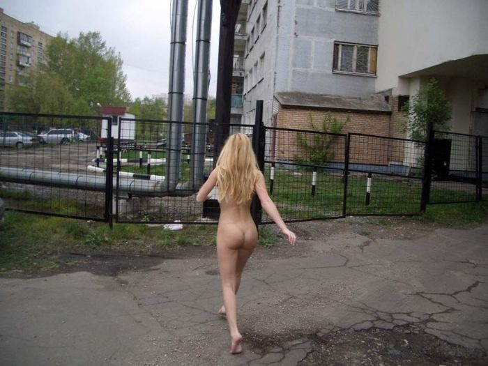 Beautiful Sporty Blonde Posing Naked At Public  Russian -2255
