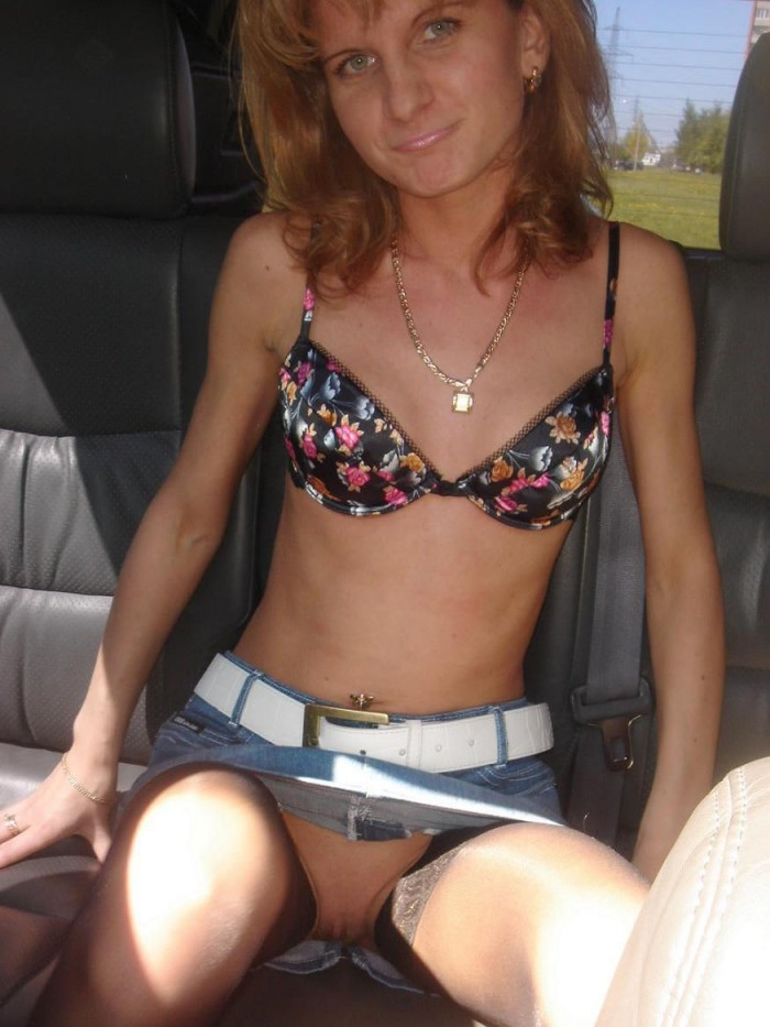 Russian wife with big hairy pussy in the car