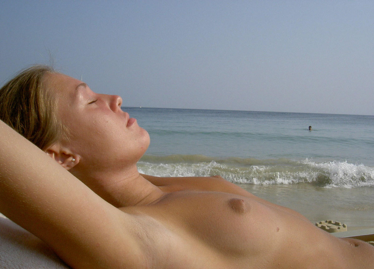 beach naked girl sleeping