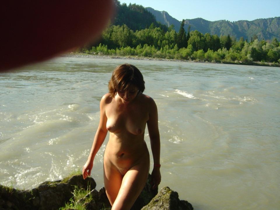 Купание голышом на речке любительское видео, индивидуалки алтуфьево бибирево