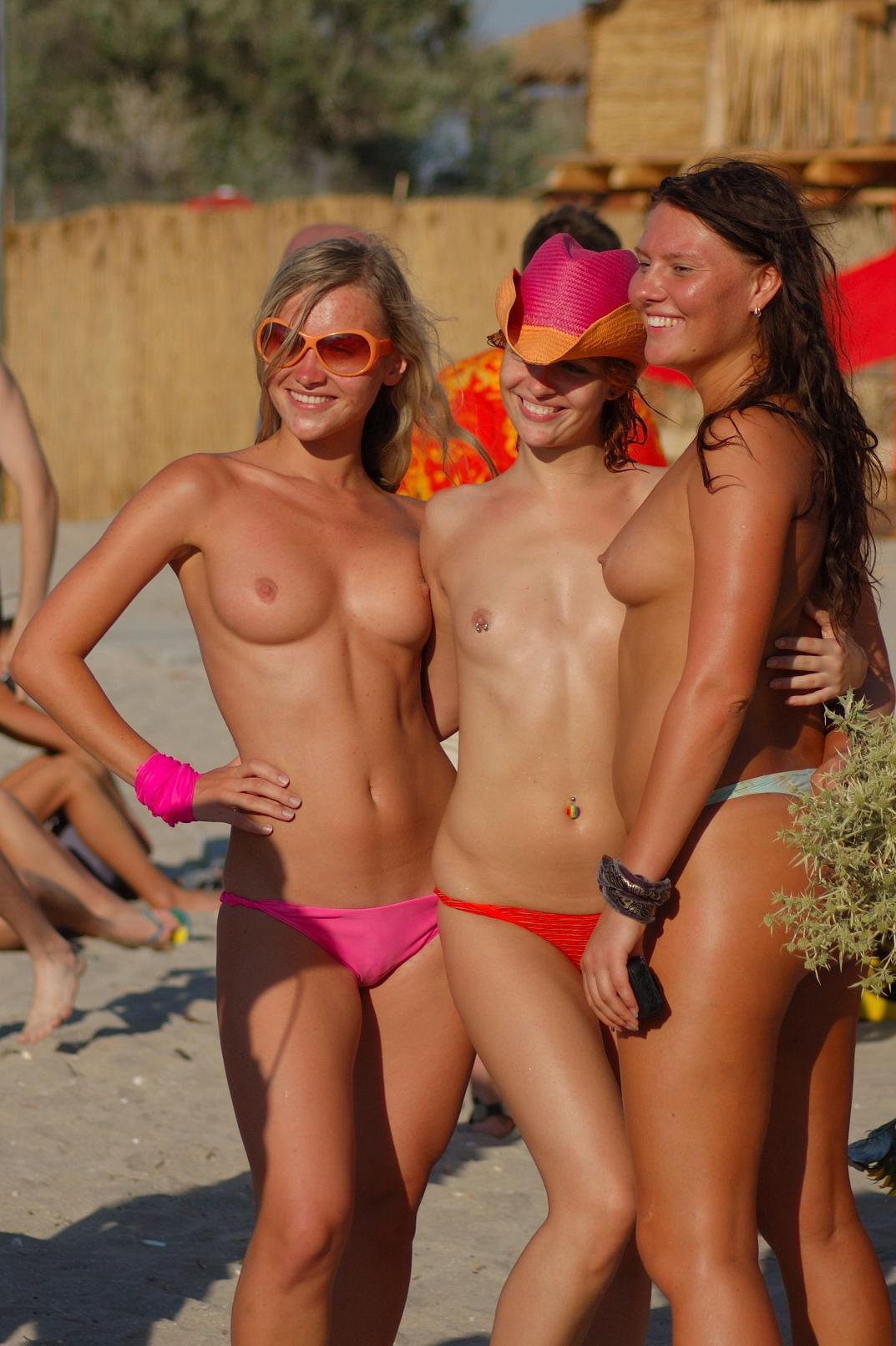 Three Sporty Girls Posing Topless On The Beach  Russian -4001