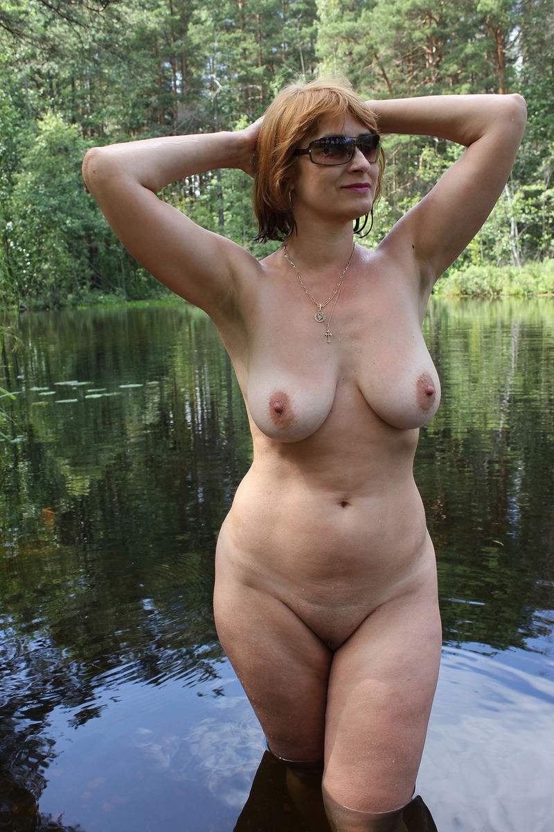 Russian mature wife with big boobs posing outdoors | Russian Sexy ...