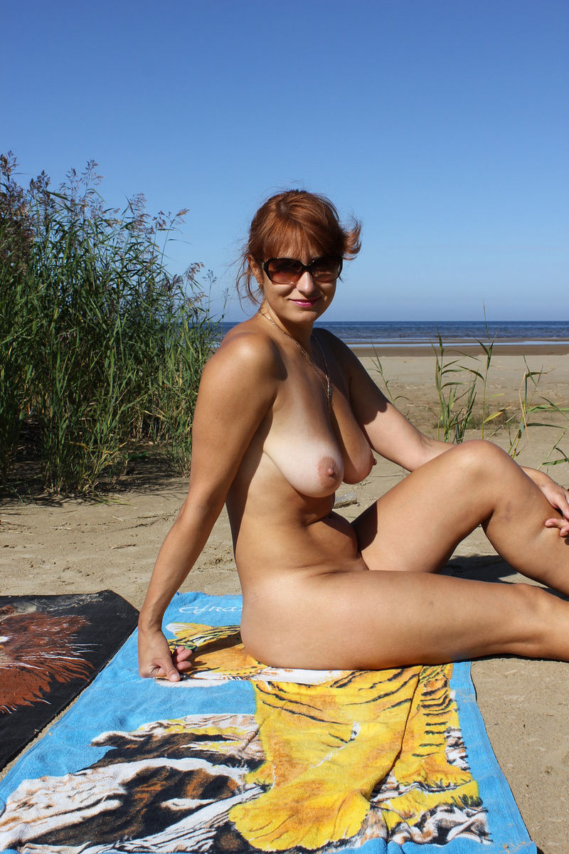Sight see Naked wife outdoor videos