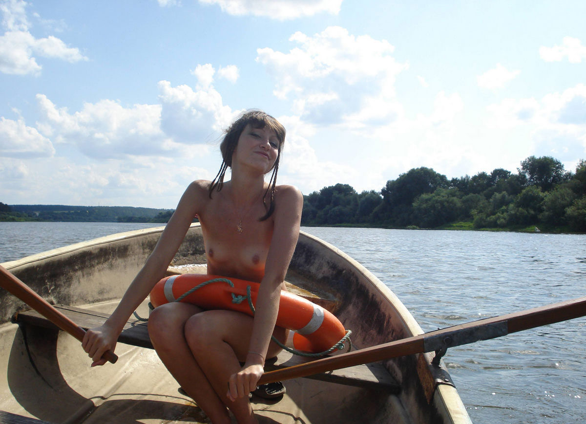 Sexy Teen With Nice Tits Posing Naked On Boat  Russian -6660