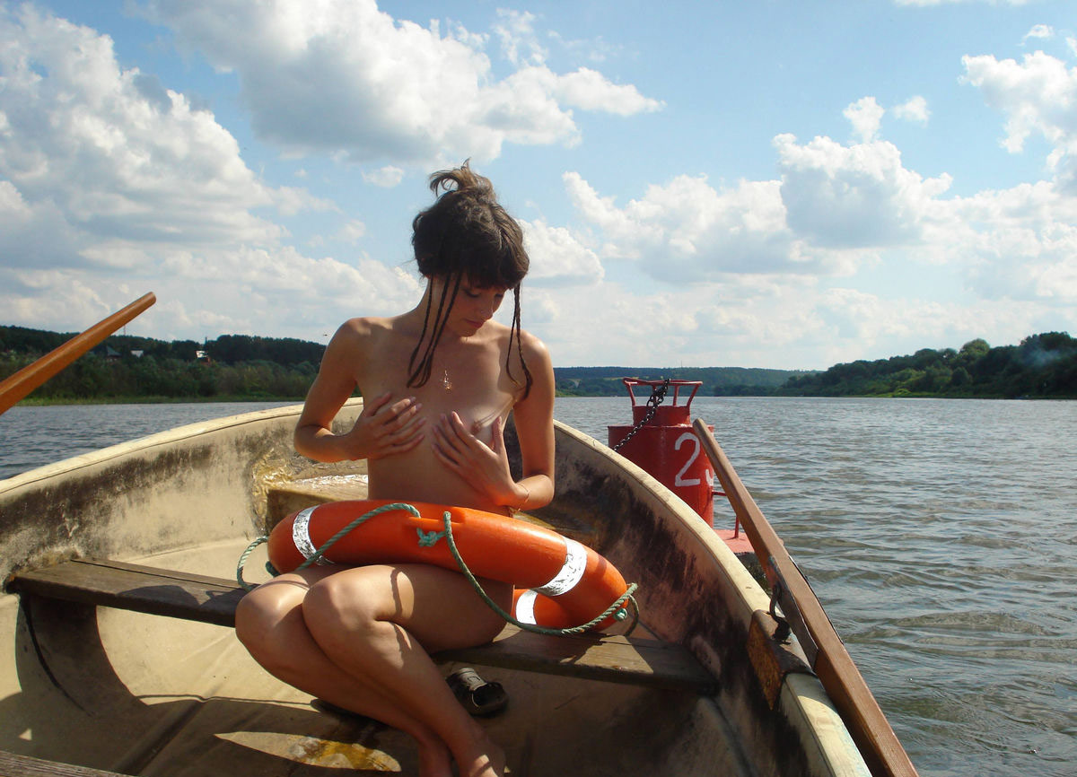 Sexy Teen With Nice Tits Posing Naked On Boat  Russian -5731