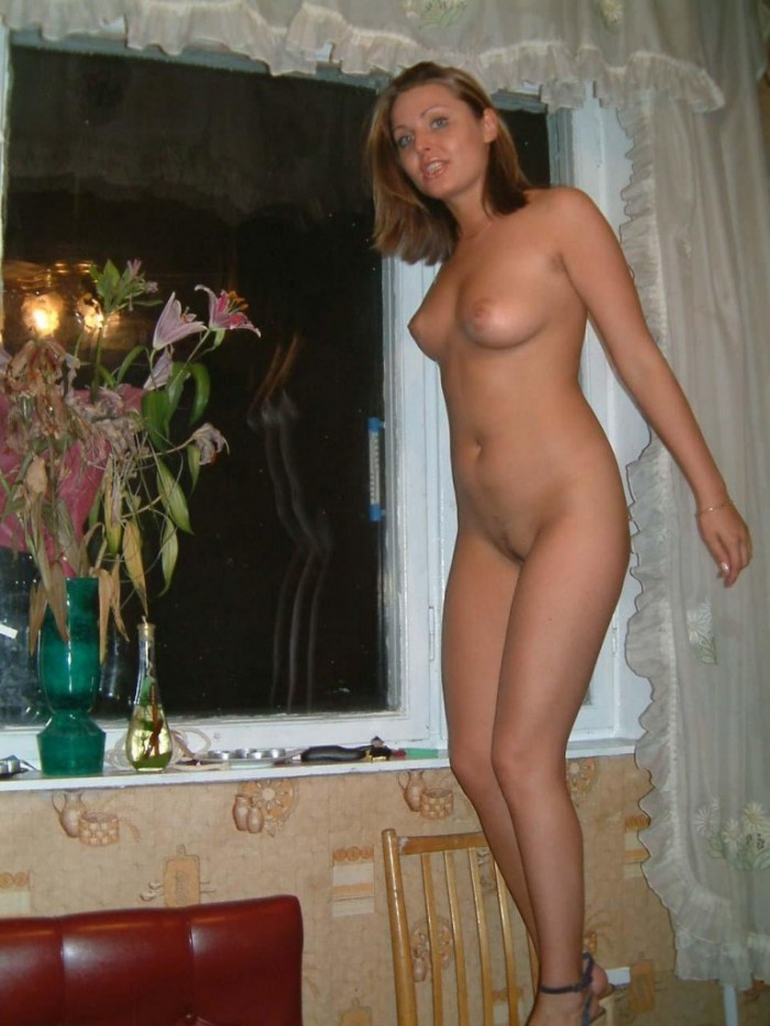Russian milf with nice body at home.jpg