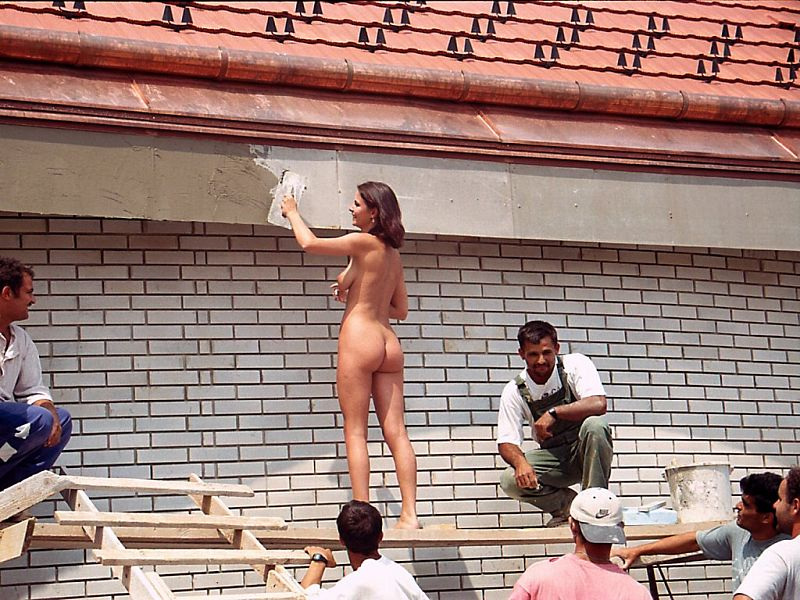 naked-girls-working-construction