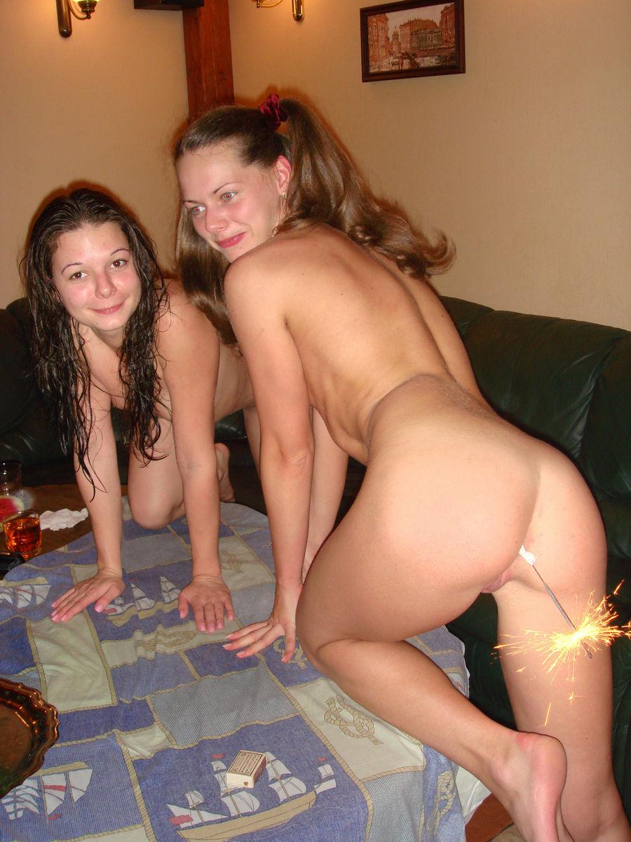 girls naked in skits