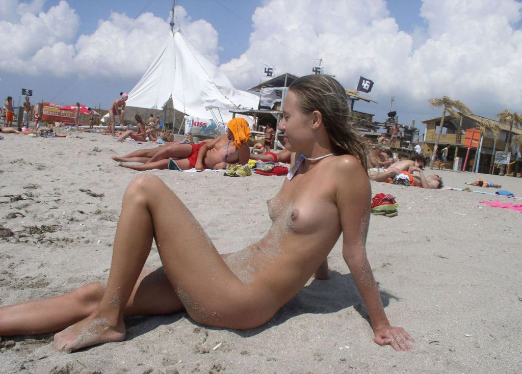 girls the beach Hot on nude