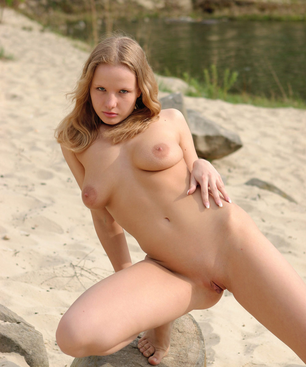 Large breasted nude beach girls-4403