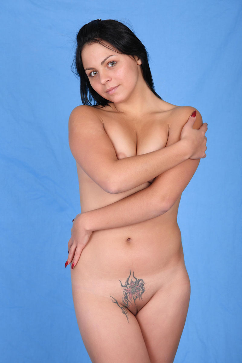 nude young but hole