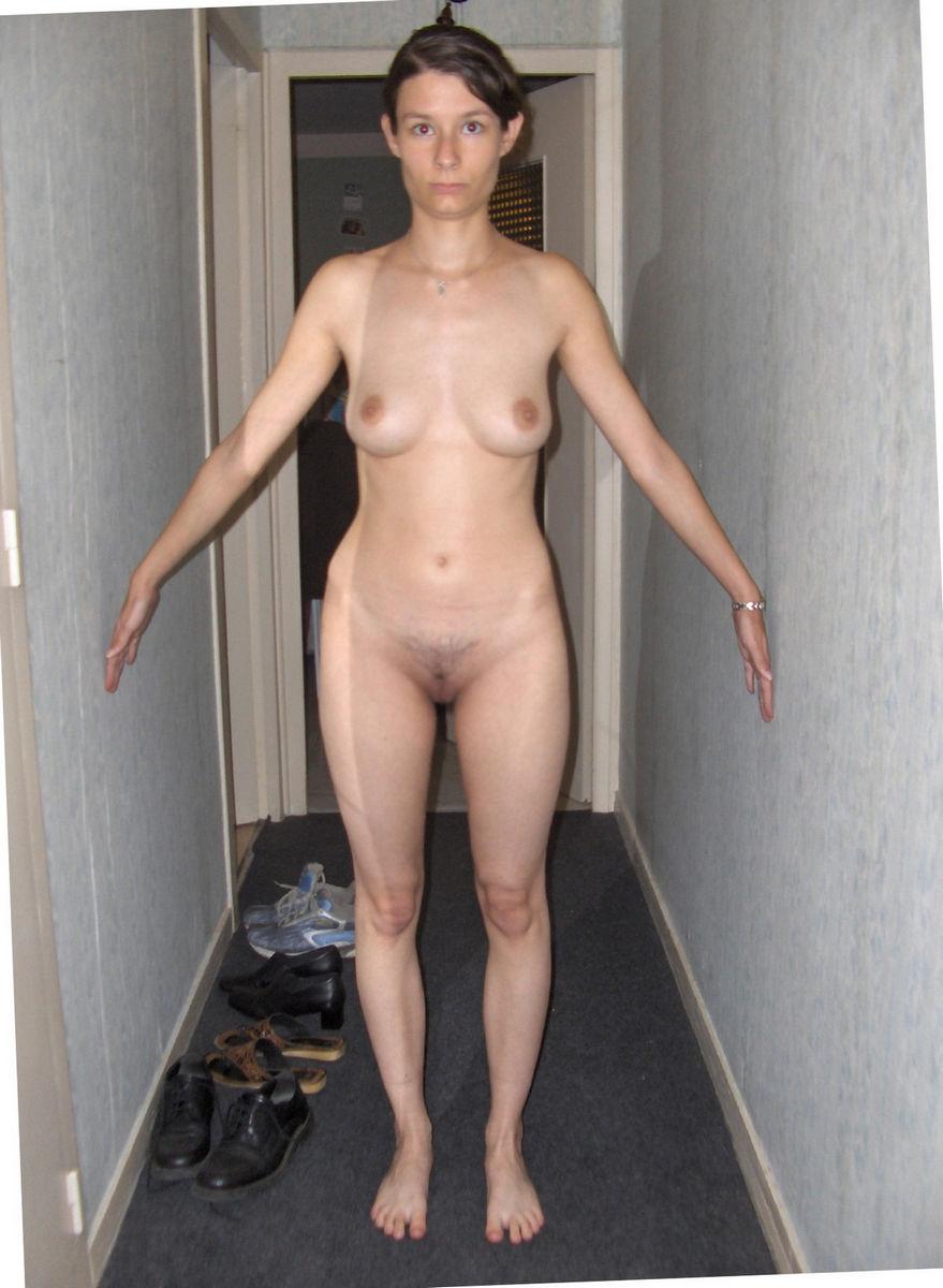 худенькие дома голые