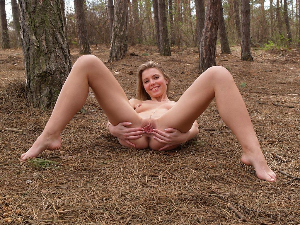 Very beautiful russian sporty girl shows sweet pussy at ...