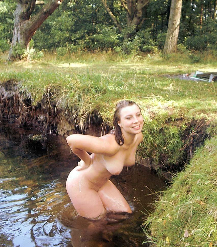 nude lady bathing